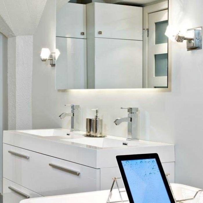 transformation d 39 une salle de bain r novation desch nes. Black Bedroom Furniture Sets. Home Design Ideas