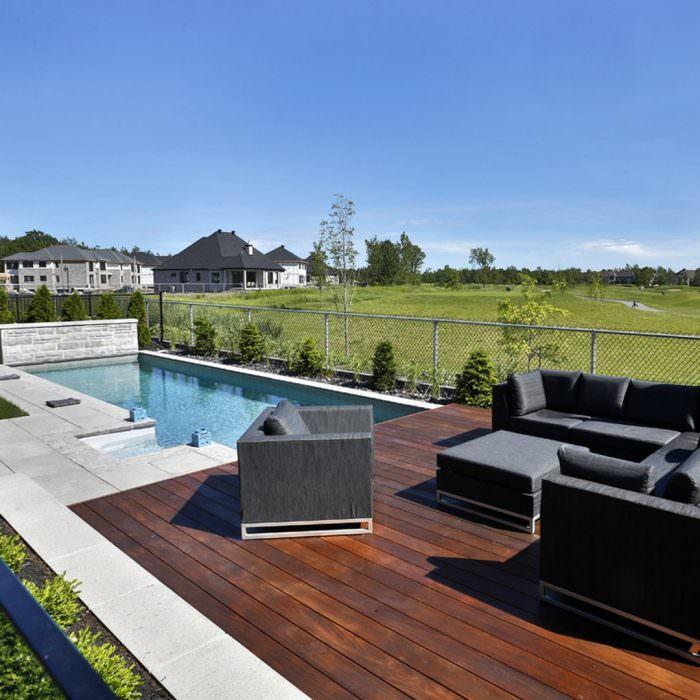 Contruction d'une terrasse à Longueuil